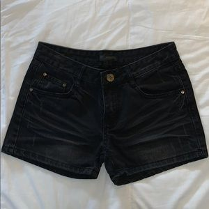 Pants - Medium rise black denim shorts